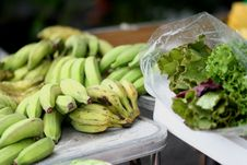 Free Bananas And Lettuce Royalty Free Stock Images - 5871209