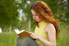 Free Reading Girl Stock Photos - 5873763