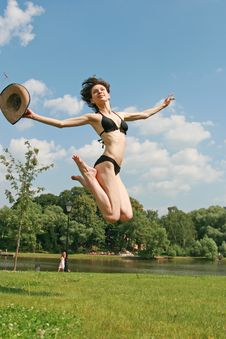 Free Girl  In Bikini Royalty Free Stock Photography - 5877497