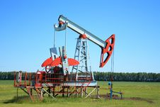 Free Oil Pump Jack In A Field Royalty Free Stock Image - 5880856