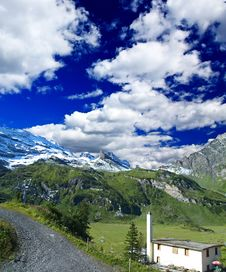 Free Landscape Of A Ski Resort In Switzerland Royalty Free Stock Image - 5884136