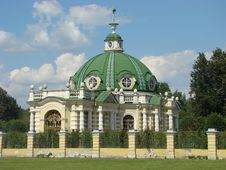 Free Pavilion The Grotto In Ancient Manor Sheremetev Royalty Free Stock Photography - 5885927