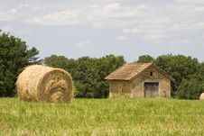 Free Cottage And Haystacks Royalty Free Stock Photography - 5885997