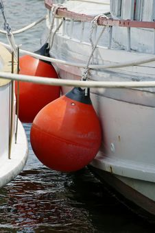 Free Boat Fenders Royalty Free Stock Photos - 5888558