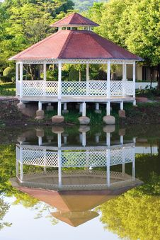 Free Gazebo And Reflection Stock Image - 5893691
