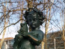 Free Kid Statue Royalty Free Stock Photography - 592497