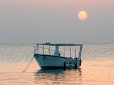 Free Boat At Sunrise Royalty Free Stock Images - 595369