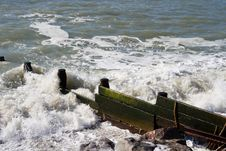 Free Wooden Groyne 2 Royalty Free Stock Images - 595919