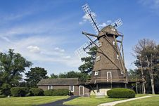 Free Windmill In Elmhurst Stock Photo - 5900420