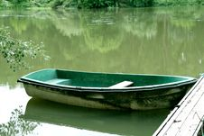 Free Abandoned Green Boat Royalty Free Stock Image - 5901766