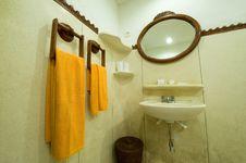 Free White Tub Royalty Free Stock Photography - 5909197