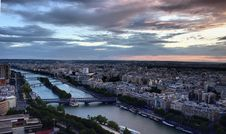 Free Paris Cityscape And Seine River Royalty Free Stock Photography - 5912887