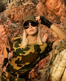Free Beautiful Female Soldier Royalty Free Stock Photography - 5917847
