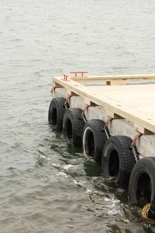 Free Boat Dock Royalty Free Stock Photography - 5921917