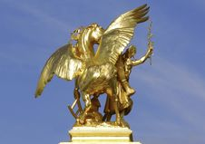Free France; Paris; Bronze And Golden Leaf Statue Royalty Free Stock Photography - 5922507