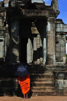 Free Cambodia Angkor Wat With A Monk Stock Images - 5925074