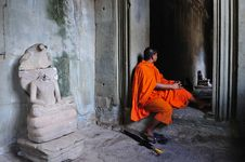 Free Cambodia Angkor Wat With A Monk Stock Photos - 5925123