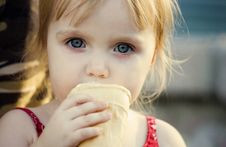Free The Girl Eats Stock Images - 5925374