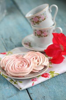 Free Meringues In The Form Of Roses Royalty Free Stock Photography - 59236187