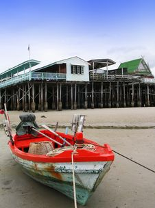 Free Boat And  Houses Royalty Free Stock Photography - 5930587
