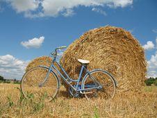 Free Classic Retro Bike With Hay Bales Stock Photos - 5931753