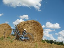 Classic Retro Bike With Hay Bales Stock Images