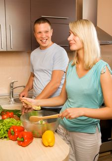 Free Couple Making Vegetable Salad Royalty Free Stock Image - 5933426