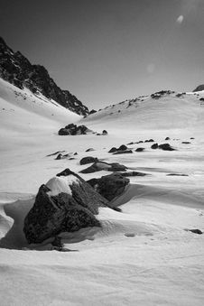 Free Rocks In Snow Royalty Free Stock Images - 5935059