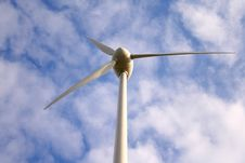 Free Wind Generator Royalty Free Stock Image - 5952756