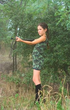 Free Girl With Gun In Wood Royalty Free Stock Photography - 5956977