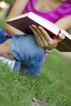 Free Young Woman Reading Outdoor Stock Photo - 5960880