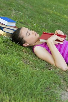 Free Young Woman Reading Outdoor Stock Image - 5960991