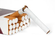 Free The Broken Cigarette And Pack Of Cigarettes Stock Image - 5961161