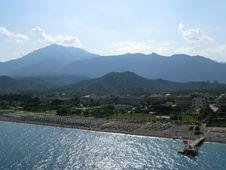 Free Mountain Beach Scene Royalty Free Stock Image - 5962626