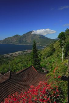 Free View At Alpine Lake Batur Royalty Free Stock Photos - 5965158