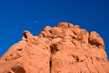 Free Red Rock With Moon Under Blue Sky Royalty Free Stock Images - 5965499