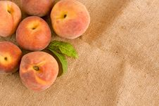 Free Peaches Royalty Free Stock Images - 5968169