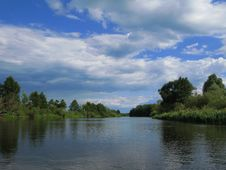 Free The River And The Sky Royalty Free Stock Photography - 5972057