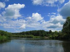 Free The River And The Sky Royalty Free Stock Photos - 5972228