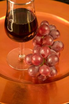 Free Red Wine And Red Grapes On A Tray Stock Photos - 5975303