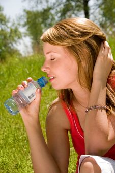 Free Young Girl Drinks Water  In The Park Royalty Free Stock Photos - 5977508
