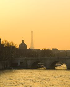 Free Paris On Morning With Eiffel Tower Siluet. Stock Image - 5983141