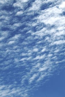 Free Blue Sky With Clouds Royalty Free Stock Images - 5983989