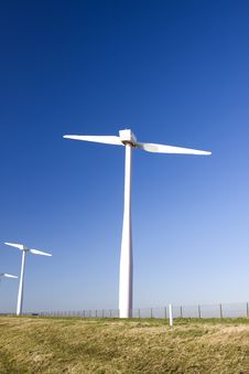 Free Two Bladed Windmill Farm Royalty Free Stock Images - 5984869