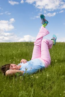 Free Relaxing Girl Royalty Free Stock Images - 5987069