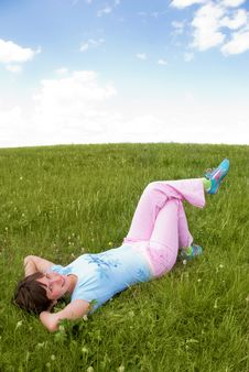Free Relaxing Girl Outdoor Royalty Free Stock Photography - 5987107