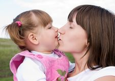 Free Mother And Daughter Outdoor Stock Photography - 5987442
