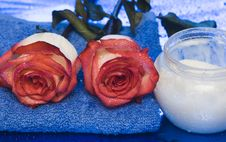 Cream, Towel With Rose Royalty Free Stock Photos