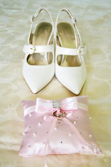 Free Wedding Rings And Shoes Stock Images - 5992984