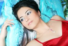 Free Young Woman Relax Royalty Free Stock Images - 5994039